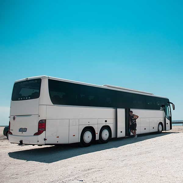 Doprava pohodlnými klimatizovanými autobusmi pre 49-53 osôb